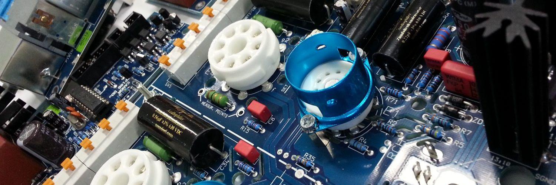 Deska plosneho spoje vnítrniho obvodu zesilovace Canor Audio. Jde o jeden z elektronkovych modelu dle moznosti videni patice na lampu