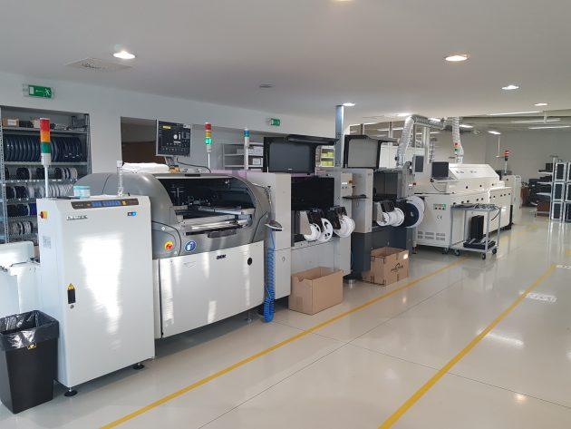 S automatizovanou výrobní linkou SMT lze desky montovat a pájet v perfektní kvalitě
