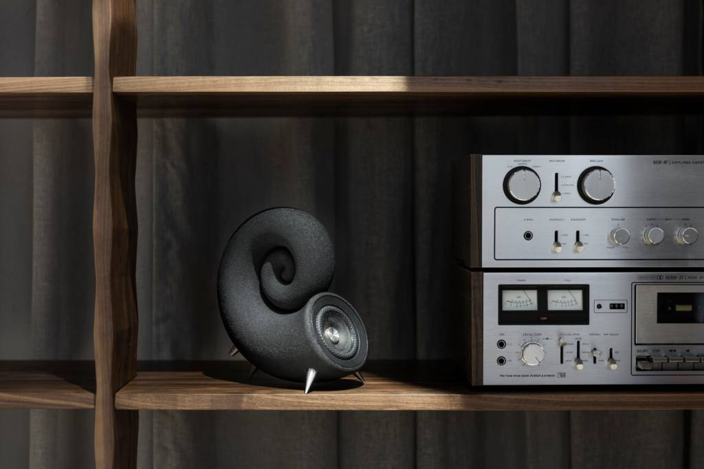 DEEPTIME LIMITED SPIRULA SPEAKER LIFESTYLE PHOTO. THIS IS NICE EXAMPLE HOSW TO USE THIS EXCELLENT 3D PRINTED SPEAKER USE IN NOTMAL WAY OF LIVING